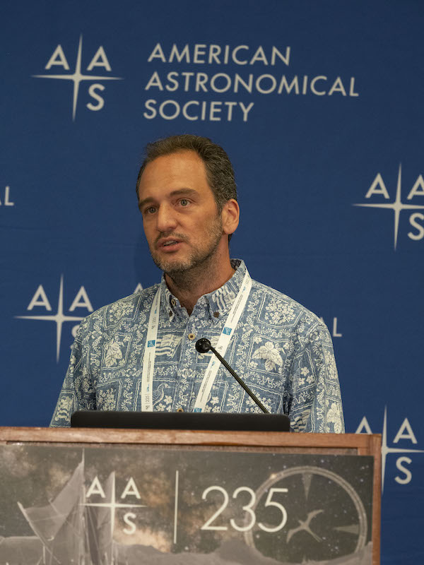 Prof. Treister speaking at the American Astronomical Society (credit: E. Treister)